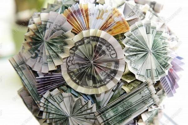 Топиарий из денег - это замечательный подарок и стильное украшение для интерьера