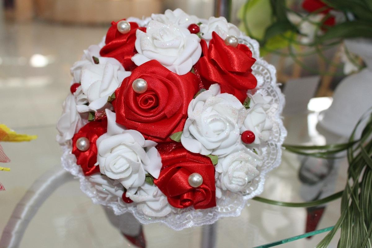 Букет-дублер из фоамирана способен придать оригинальности любой свадьбе