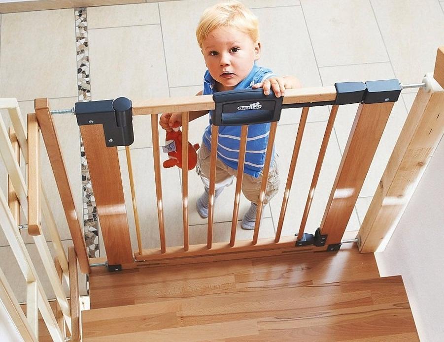 Перед покупкой ограждения на лестницу от детей стоит попросить у продавца сертификат, подтверждающий качество изделия