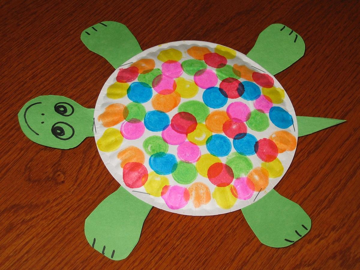 Поделка из бумаги в виде черепахи хорошо подойдет для детей