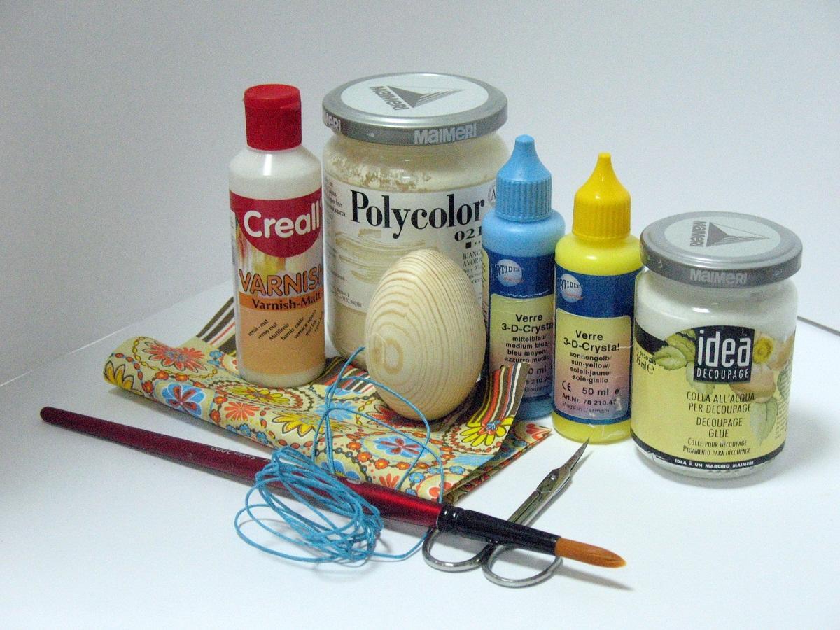 Все необходимые материалы для декупажа яиц можно найти в специализированном магазине для рукоделия