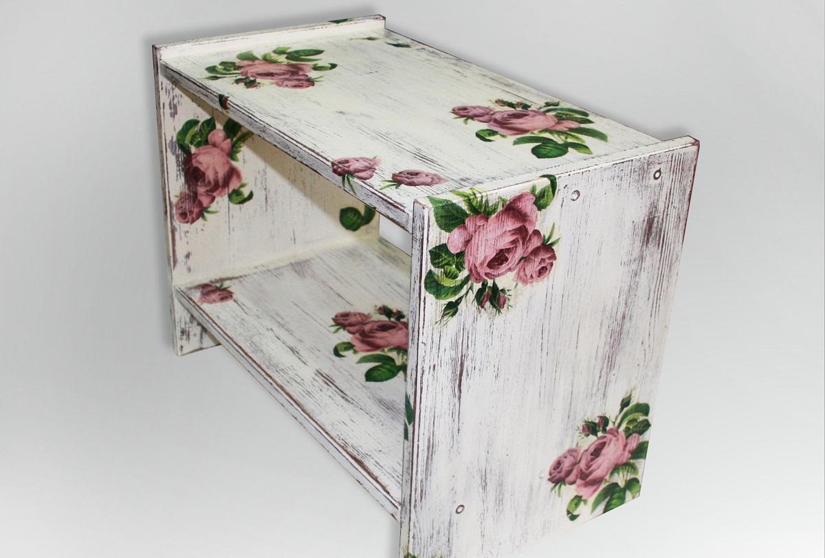 Начинать выполнять декупаж рекомендуется на мебели небольшого размера