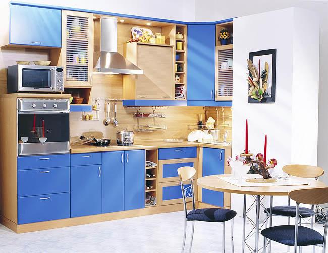 Если оттенок вашей кухни светлый, то и фартук из дерева должен быть светлых пород