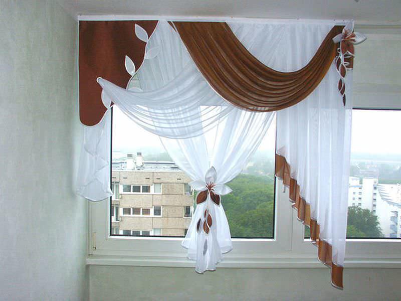 Оптимальная длина штор для кухни – до подоконника