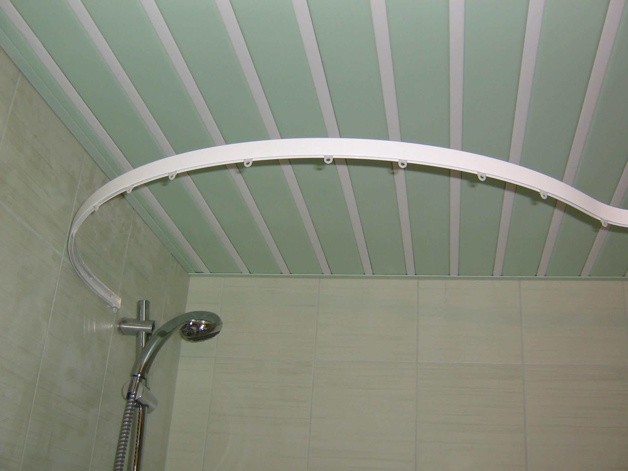 Угловой карниз для штор в ванную комнату