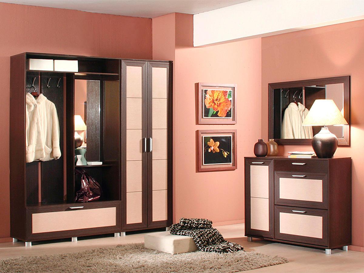 Для того чтобы украсить коридор, дизайнеры рекомендуют выбирать картины с красивыми цветами или пейзажами