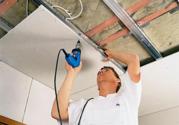 Потолок из гипсокартона можно сделать своими руками, главное - следовать инструкциям