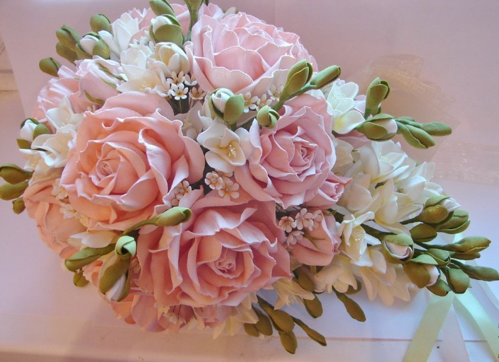 Собирая букет невесты из фоамирана, не бойтесь своей фантазии, с легкостью экспериментируйте
