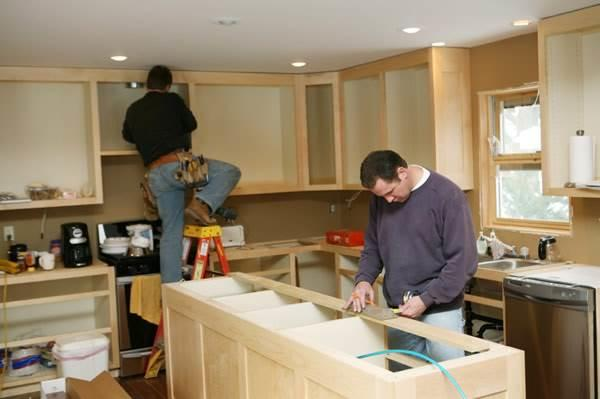 Процесс сборки кухни из дерева своими руками состоит из нескольких этапов