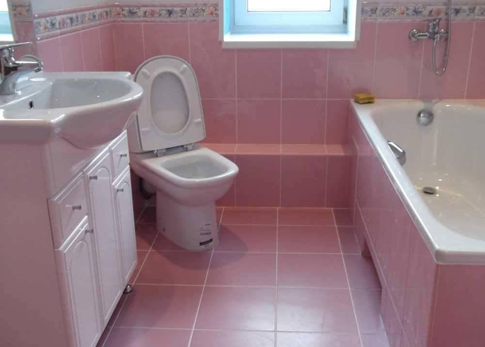 Спрятать трубы в ванной комнате можно при помощи пластиковых панелей