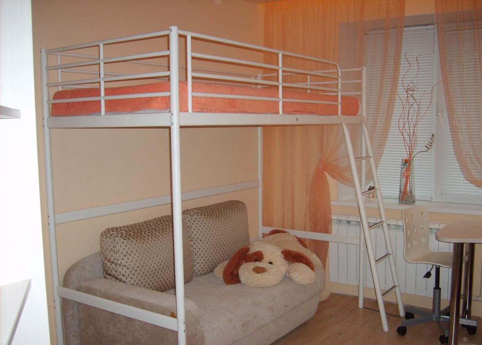 Достаточно распространенными являются двухъярусные кровати Икеа, поскольку они компактные и не занимают много свободного пространства в комнате
