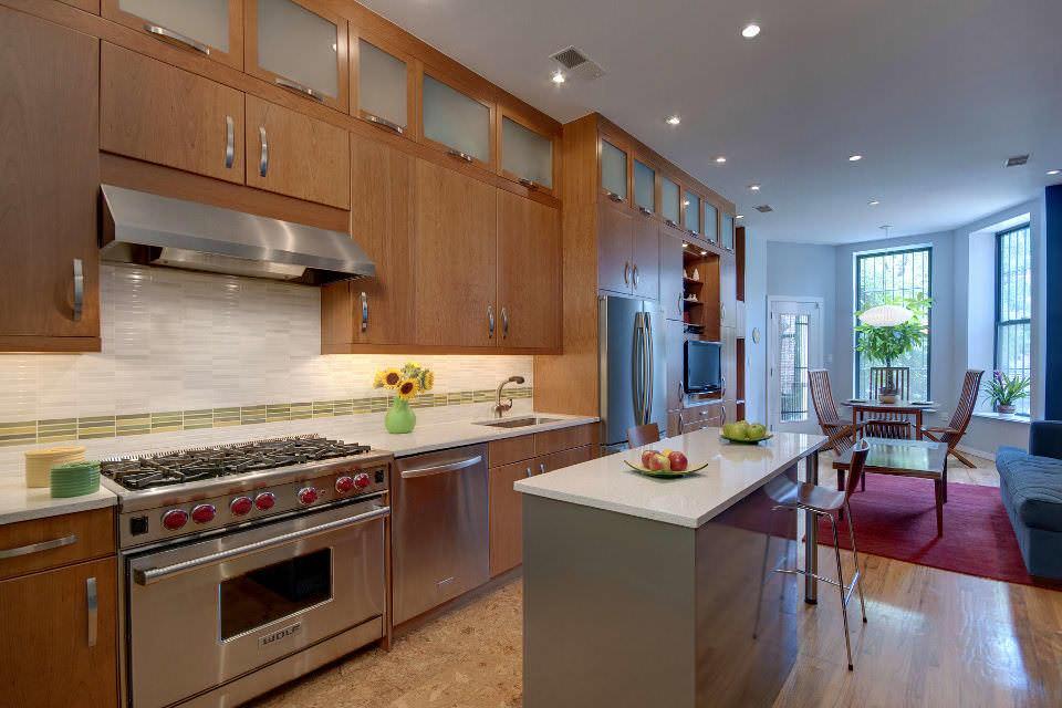 Согласно фен шую, не только внешняя красота является главной его особенностью - необходимо еще следить за чистотой кухни, ее воздуха и следить за исправностью техники