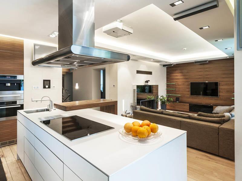 В кухне 16 кв. м, совмещенной с гостиной, можно использовать и островную планировку. Данный вариант является не только предпочтительным в плане стиля, но и сделает использование пространства более рациональным