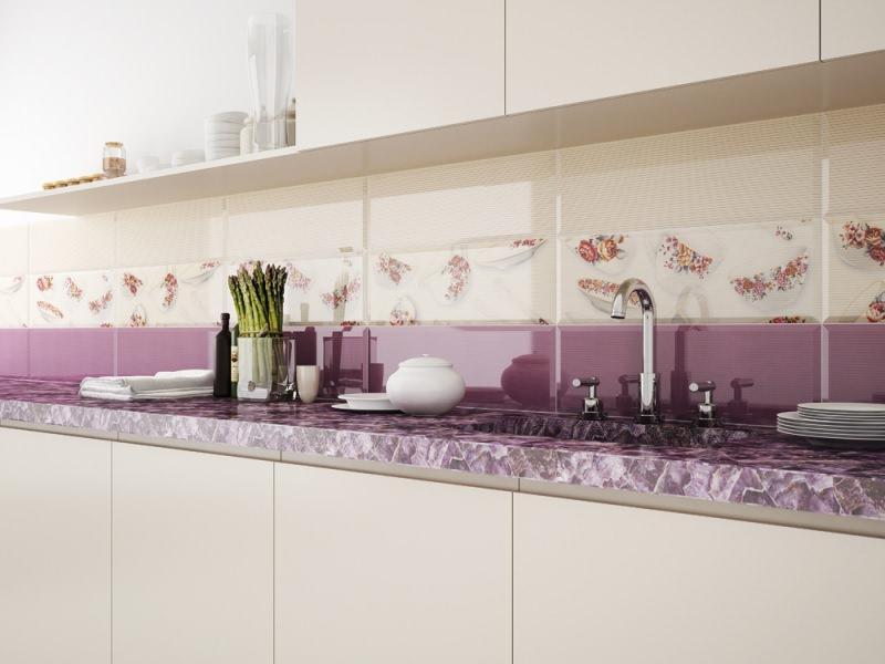 Кафельная плитка, помимо фартука, может использоваться для отделки стен и пола