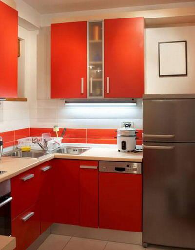 Специально для маленьких кухонь производятся узкие посудомоечные машины
