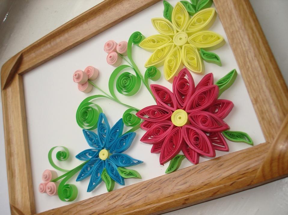 Наиболее популярными среди рукодельниц являются яркие и оригинальные цветы в стиле квиллинг