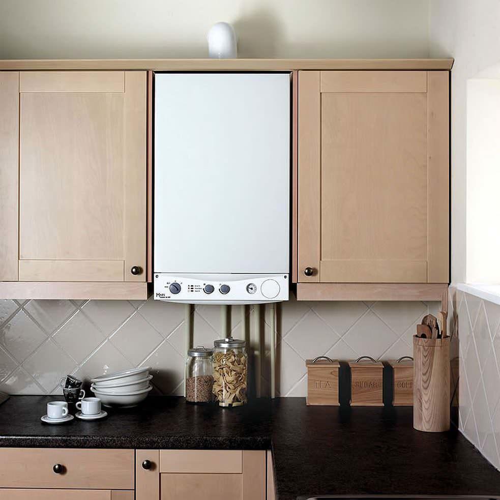 В маленькой кухне следует максимально использовать пространство в высоту