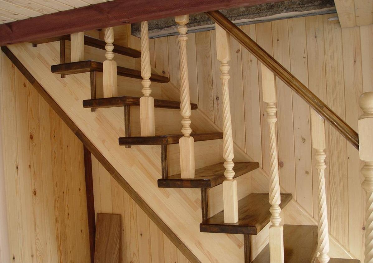 Изготавливая определенную деталь для лестницы, стоит обращать внимание, чтобы она не отличалась от остальных по цвету и форме