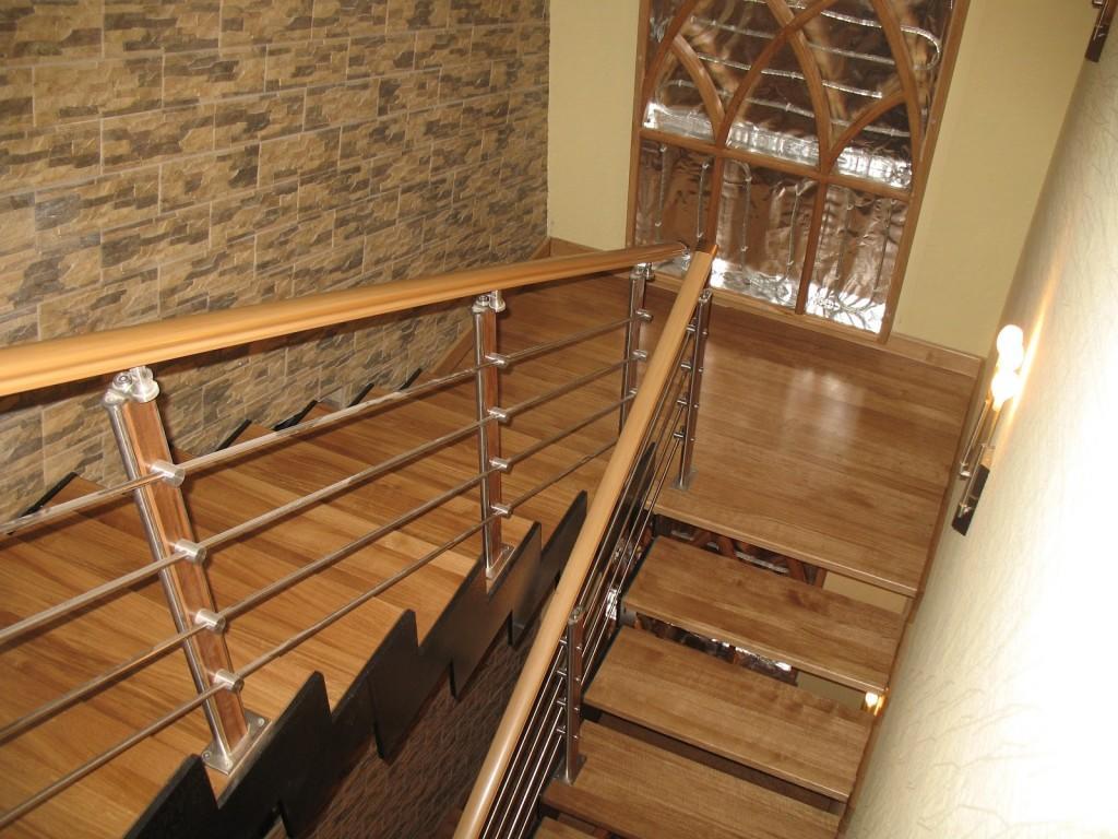 Многие предпочитают устанавливать деревянные лестницы, поскольку они качественные, прочные и практичные