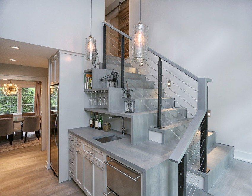 При выборе недорогой винтовой лестницы необходимо учитывать ее практичность, безопасность и дизайн