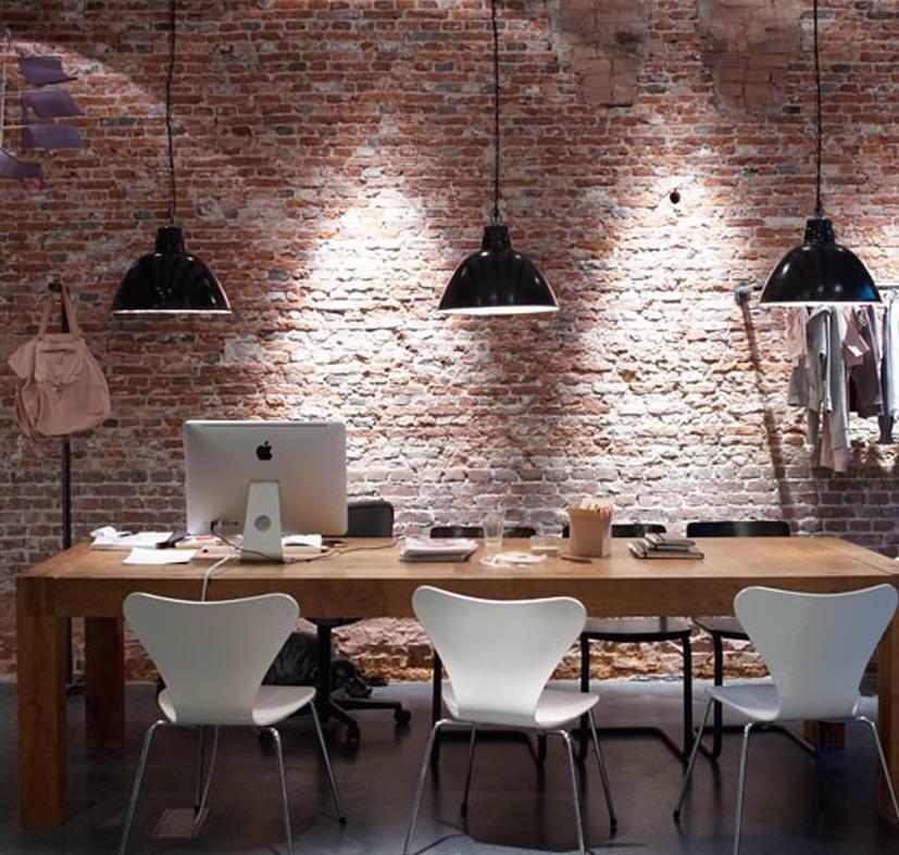 Отличительной чертой потолочных светильников данного стилевого направления является длинный шнур электропитания