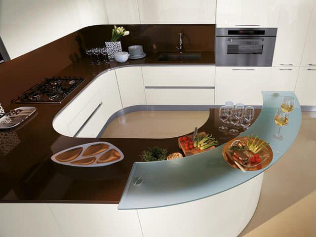 Угловой гарнитур – прекрасное решение дефицита пространства на маленькой кухне