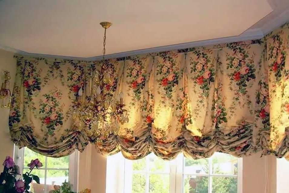 Оформленные в классическом стиле австрийские шторы, будут лучшим решением для ценителей изысканной роскоши