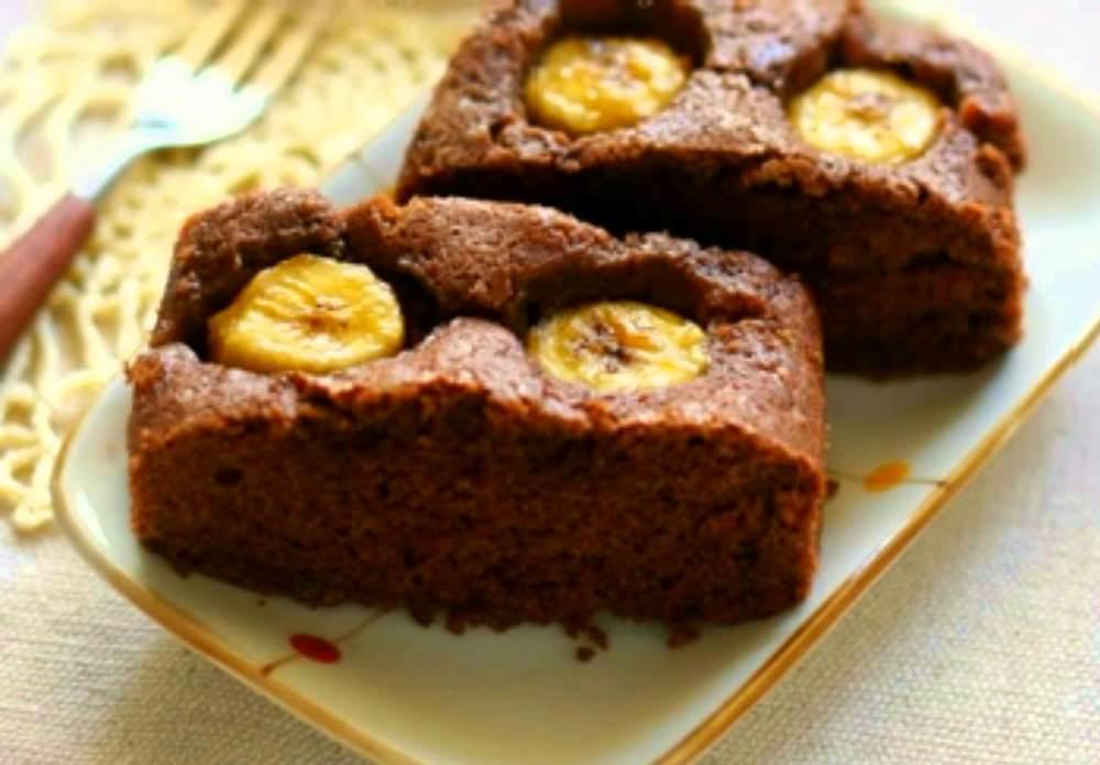 Шоколадный пирог с бананами получится необычным, сочным, с ярко выраженным банановым вкусом