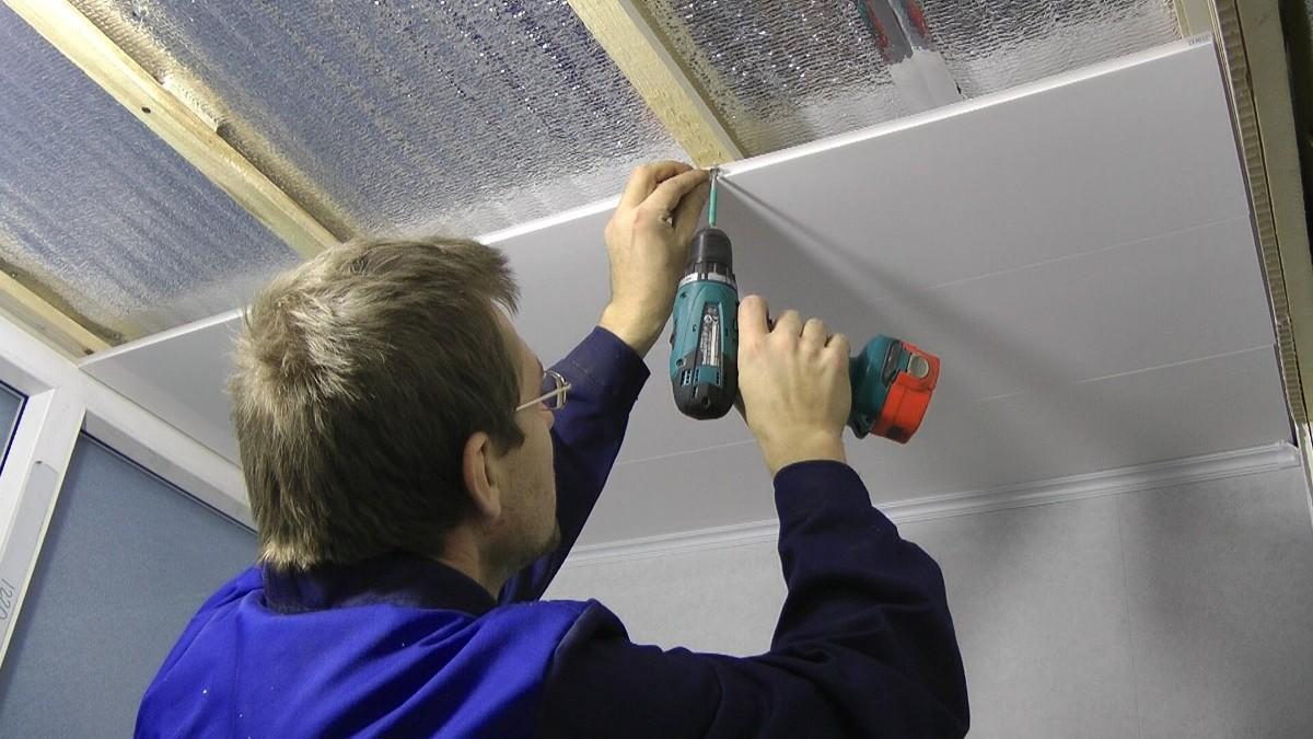 Смонтировать ПВХ панели несложно, главное - придерживаться основных принципов работы с этим материалом