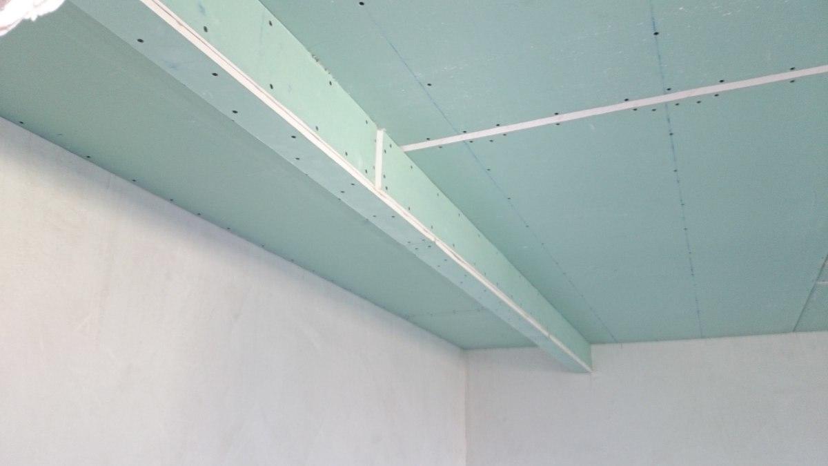 Как правило, размер короба из гипсокартона зависит от габаритов и особенностей комнаты