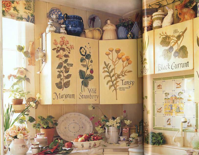 Для декорирования поверхностей можно использовать салфетки, вырезки из газет и журналов или специальную бумагу для декупажа