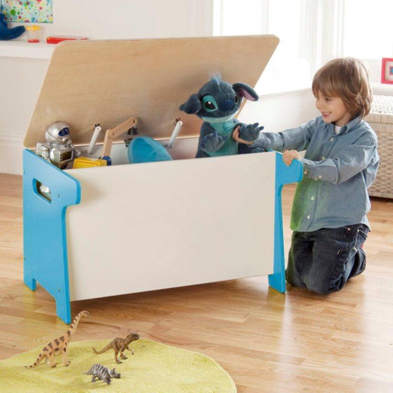 Для хранения вещей и игрушек отлично подойдет ящик, который вполне можно смастерить своими руками