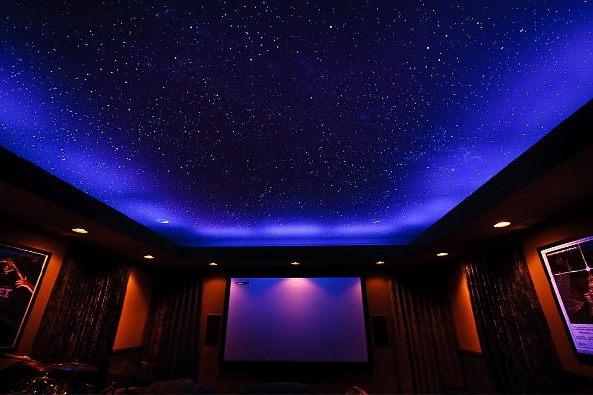 Среди современных потолков особой популярностью пользуется натяжной вариант в виде звездного неба