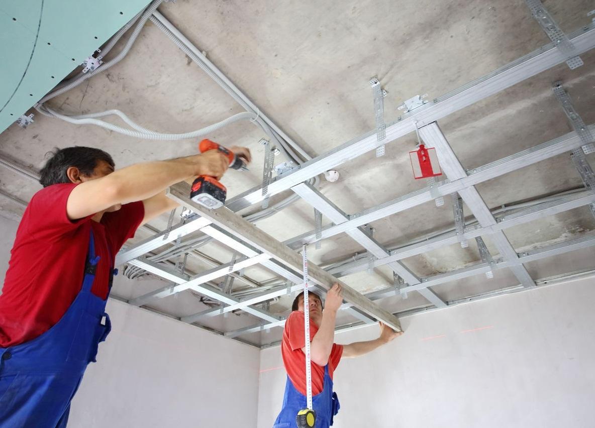 Если вы не имеете опыта работы с профилями и гипсокартоном, то для установки потолка рекомендуется обратиться к профессионалам
