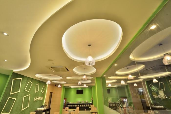 Многоуровневый натяжной потолок придаст вашему дому уникального дизайна и станет ярким акцентом в интерьере