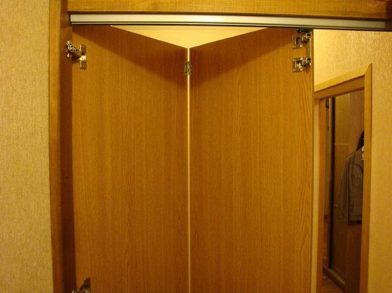 Дверь-гармошка своими руками – универсальная конструкция