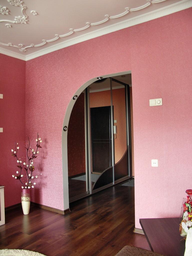 Дверной проем из гипсокартона позволит быстро и экономично выровнять кривые стены