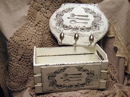 Ящик, оформленный в технике декупаж, является не только практичным предметом, но и отличным элементом декора