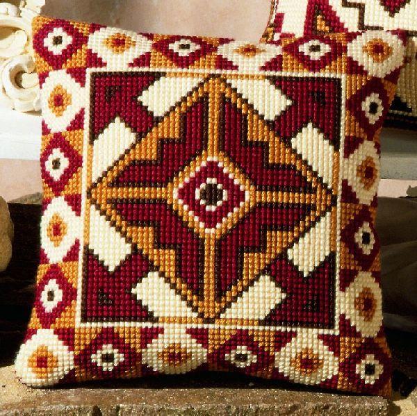 Вышивка крестом подушки - очень интересный процесс, требующий внимания и сосредоточенности