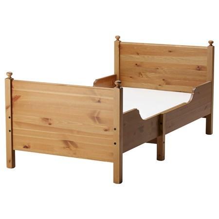 Для комфортного сна ребенка следует подбирать практичную и удобную кровать, которую можно найти в магазинах Икеа