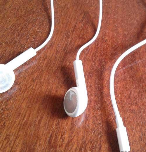 Как почистить наушники: вакуумные от айфона 5, как чистить Earpods и Apple, белые от ушной серы перекисью