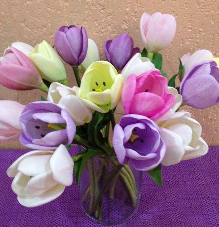 Изготовить красивые декоративные тюльпаны быстро и легко можно при помощи фоамирана
