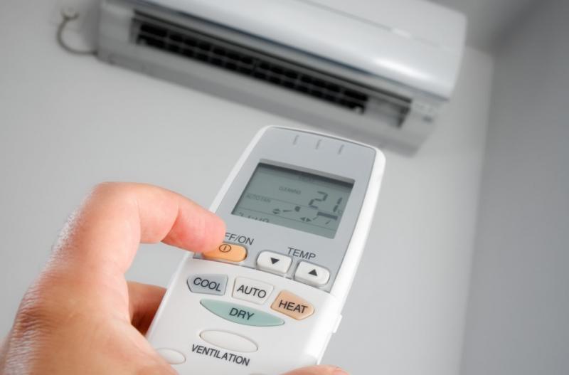 Переключение из режима охлаждения в режим обогрева осуществляется с пульта