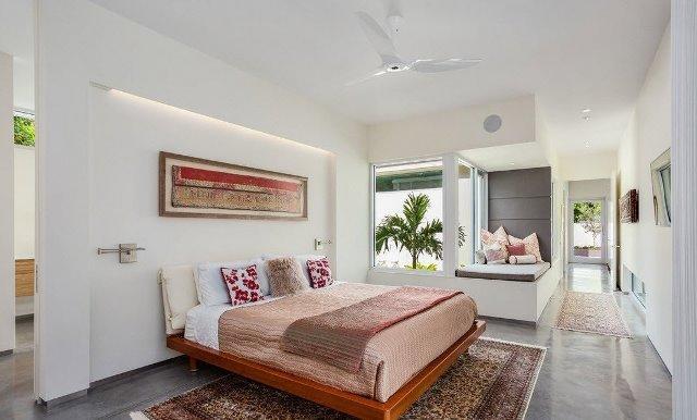 От правильного оформления интерьера спальни зависит, насколько комфортно и приятно будет отдыхать и находится в ней