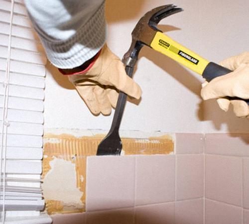 Перед тем как приступать к обустройству и ремонту ванной комнаты, сперва следует грамотно произвести демонтаж плитки