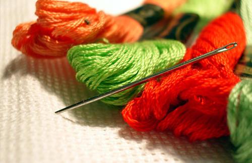Для вышивания крестиком подойдут самые разные нитки