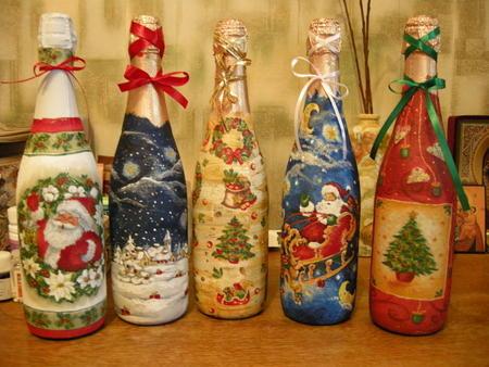 Декупаж бутылок - не просто увлекательное занятие, а еще и возможность украсить готовым изделием интерьер