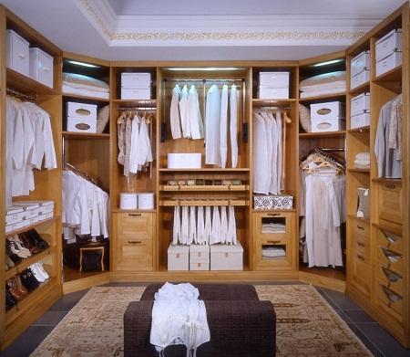 Для гардеробной следует правильно выбрать место в квартире, чтобы она не мешала и была функциональной