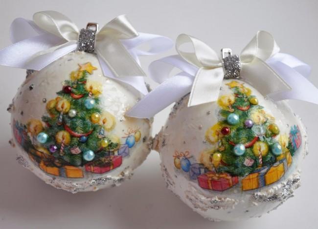 Стильные декупажные шары с легкостью украсят новогоднюю елку и сделают ее оригинальной