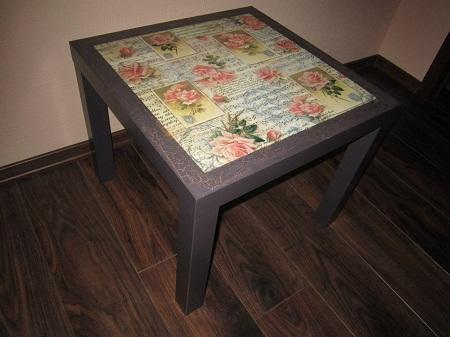 Журнальный столик, оформленный в технике декупаж, является не только практичным предметом мебели, но и отличным элементом декора